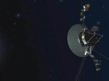 El equipo de la Voyager ha encendido una serie de propulsores localizados en la parte trasera de la nave