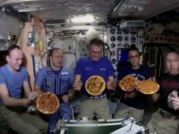 Así preparan las pizzas en la Estación Espacial Internacional