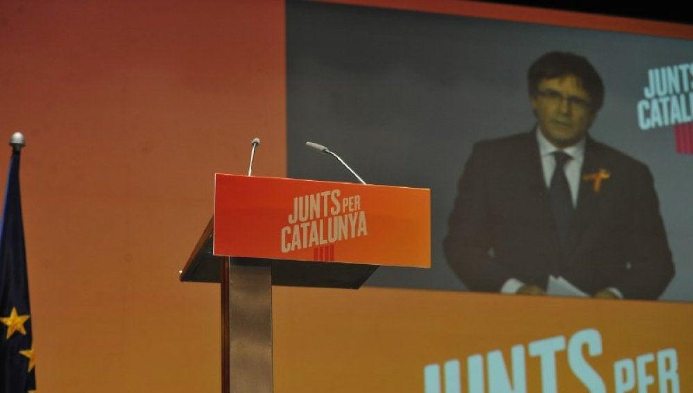 El expresident Carles Puigdemont participa en un mitin desde Bruselas