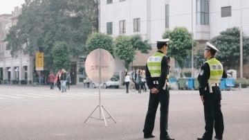 Varios agentes de policía en China