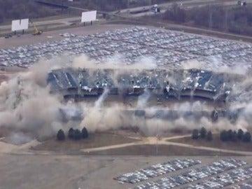 El insólito fracaso de la demolición del estadio de Silverdome en Detroit