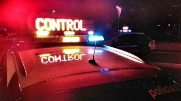 Vehículo de los Mossos en un control