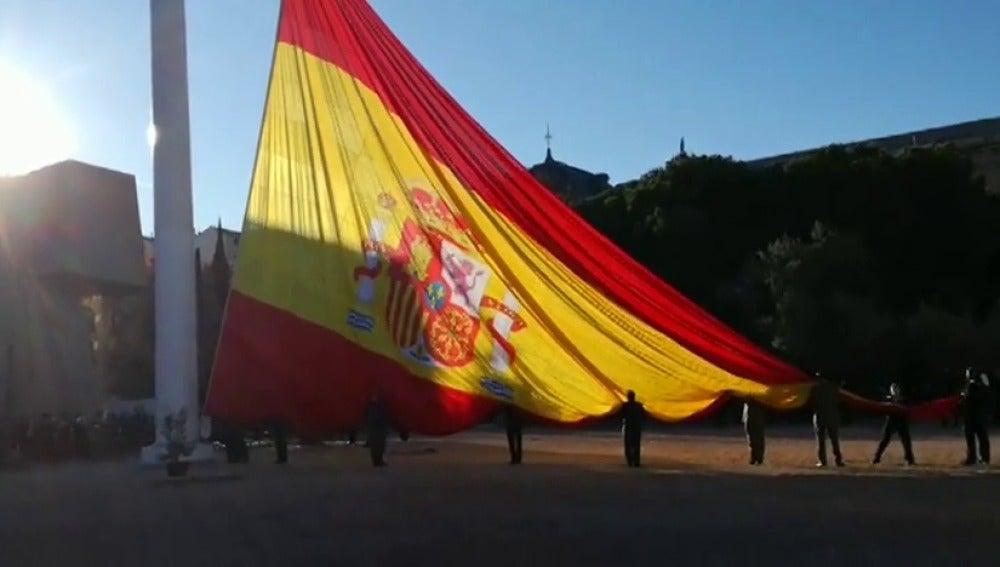 La Plaza de Colón acoge el izado de la bandera de España