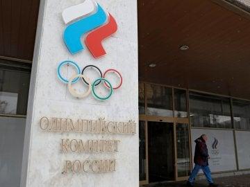 Vista del acceso al Comité Olímpico ruso en Moscú