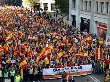 Unas 12.000 personas se manifiestan en Barcelona en favor de la Constitución