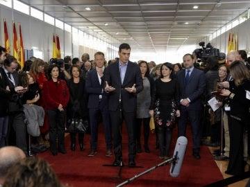 Pedro Sánchez hablando ante los medios en el Congreso