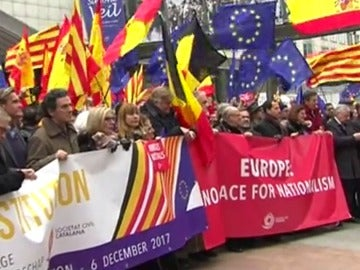 Concentración ante el Parlamento Europeo para mostrar el apoyo a la Constitución española.