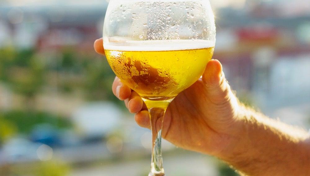 Copa de cerveza fría