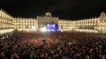 Miles de jóvenes celebran la Nochevieja Universitaria en Salamanca
