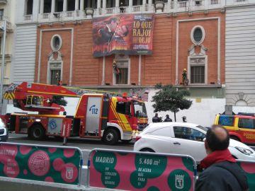 La pancarta de Greenpeace colgada en el Palacio de la Música