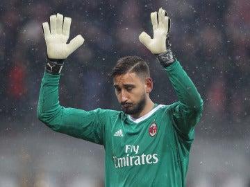 Donnarumma, roto ante los cánticos de la afición del Milan