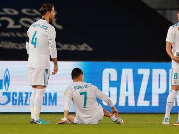Cristiano Ronaldo se duele de una entrada en la final del Mundial de Clubes