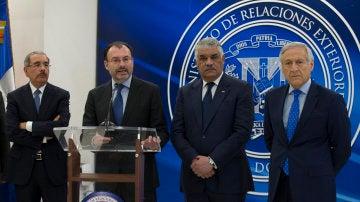 Danilo Medina, Miguel Vargas, Luis Videgaray y Heraldo Muñoz hablan ante la prensa al concluir la reunión