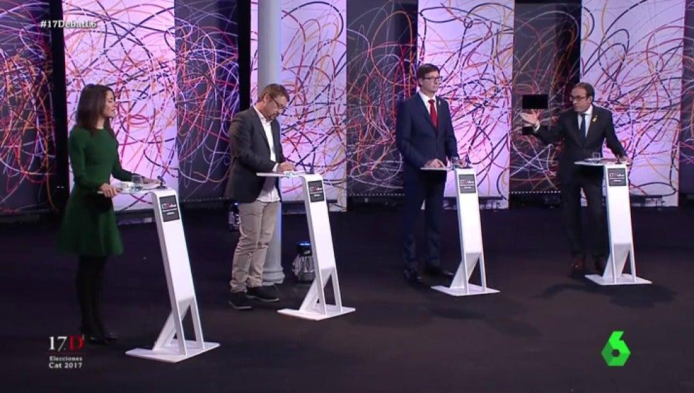 Arrimadas interrumpe a Rull durante su discurso en 'El Debat'