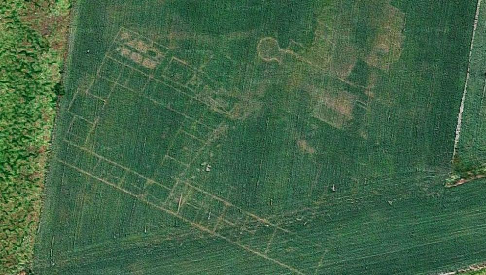 Las líneas que delimitan una antigua villa romana en Google Maps.