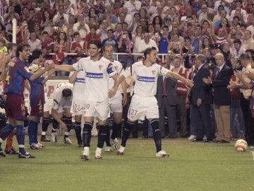 El Barcelona hace pasillo al Sevilla
