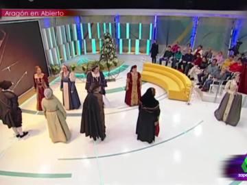 El caótico baile renacentista sin música del grupo Andanzas Medievales de Aragón