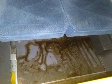 Imagen de la sustancia abrasiva en el autobús