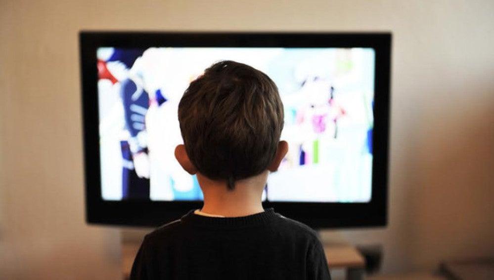 Atracon de alimentos procesados en los anuncios de television infantil