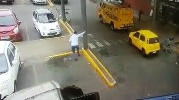 Asaltan un furgón blindado y roban 243.000 dólares en apenas 40 segundos