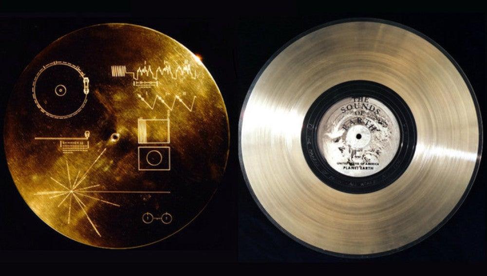 El Disco de Oro enviado al espacio contiene 115 fotografías, saludos en 55 idiomas, 12 minutos de sonidos de la Tierra y 90 minutos de música.