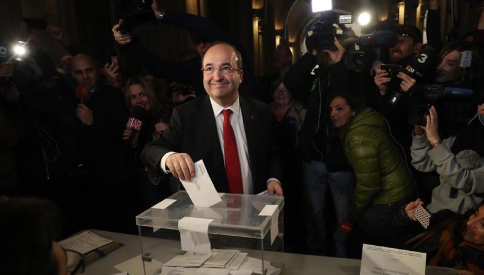 Miquel Iceta vota en las elecciones del 21D