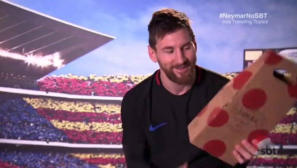 """Messi se emociona con su regalo de 'amigo invisible' a Neymar: """"Te extrañamos"""""""