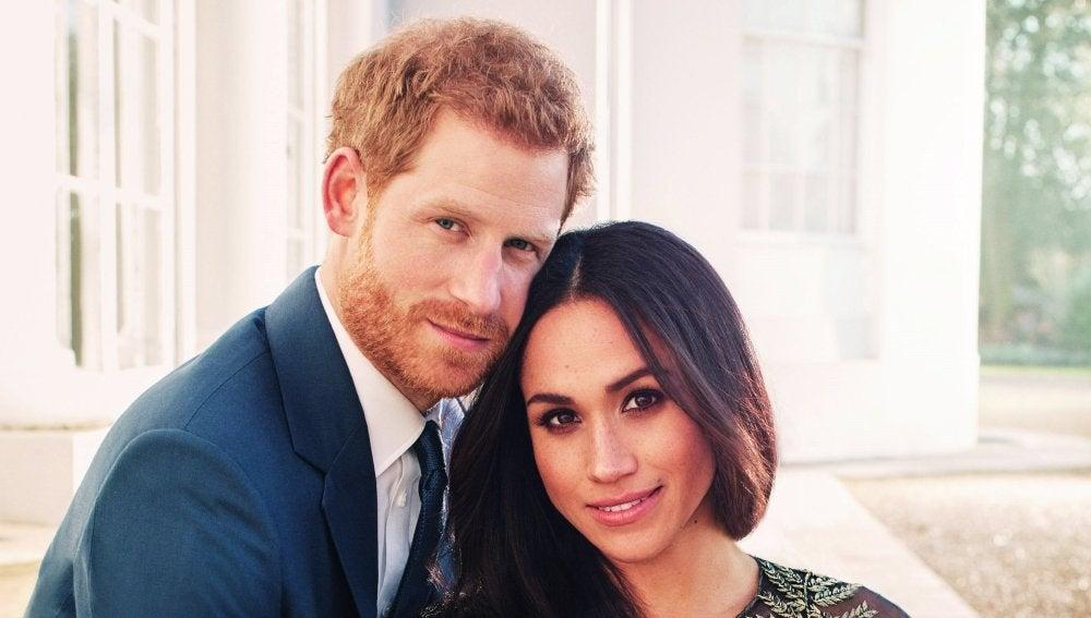 Fotografía oficial del compromiso del príncipe Enrique de Inglaterra y de la actriz estadounidense Meghan Markle
