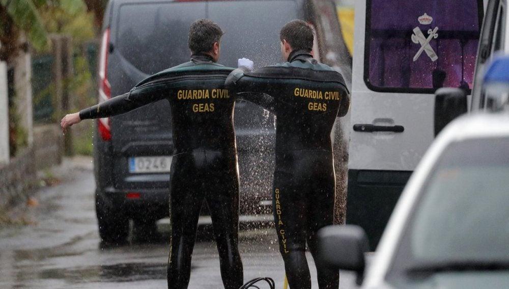 Efectivos de la unidad subaquática de la Guardia Guardia Civil que trabajaron en Rianxo