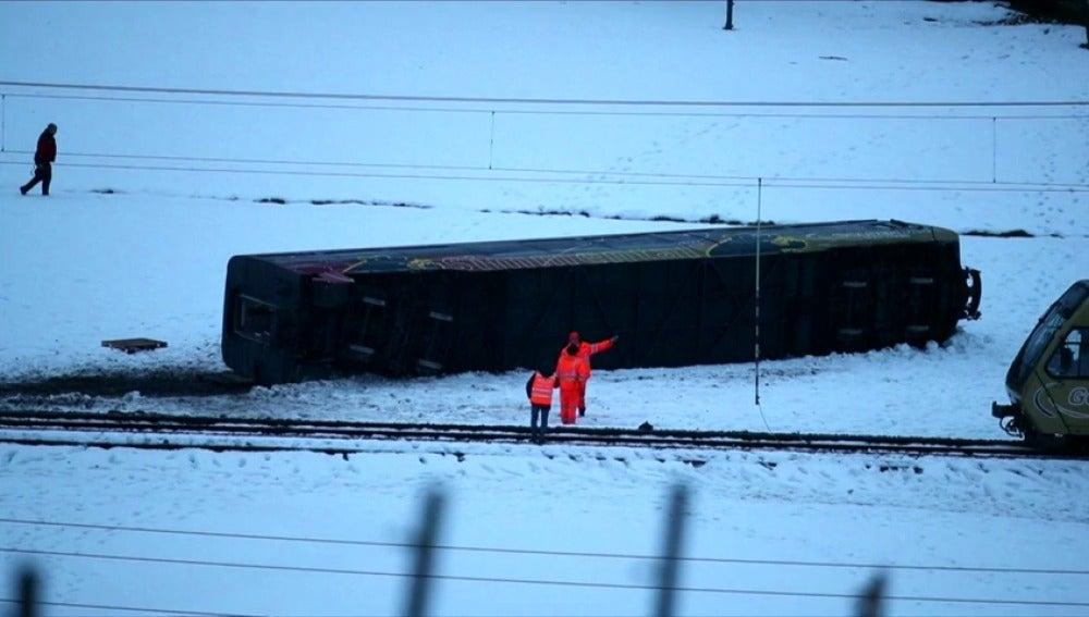 Al menos ocho heridos tras descarrilar un tren en Suiza por el fuerte temporal