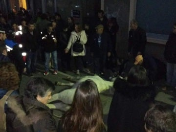 Imagen del caballo muerto durante la cabalgata de Reyes en Terrassa