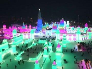 Luces, colores y mucho frío: China celebra su tradicional feria internacional del hielo y la nieve