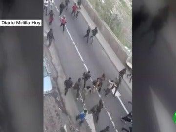 """Más de 200 inmigrantes acceden a Melilla en un """"violento salto"""""""