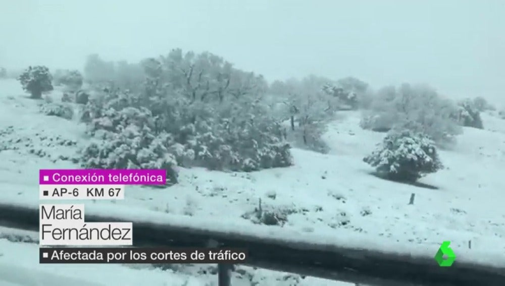 """María Fernández, atrapada en la AP-6 por la fuerte nieve: """"No podemos movernos porque el suelo es hielo"""""""