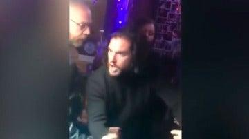 Kit Harington en una pelea en un bar de Nueva York
