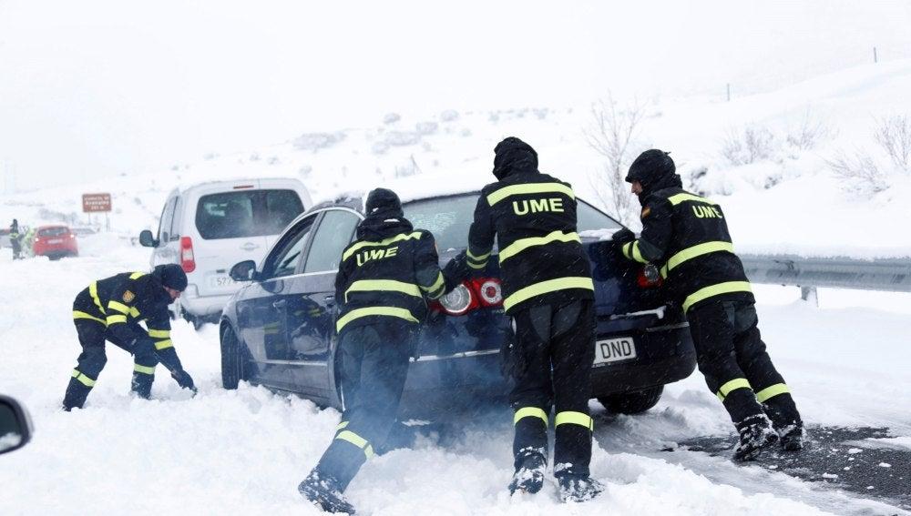 Fotografía facilitada por los Efectivos de la Unidad Militar de Emergencias (UME)