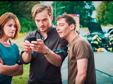 """Bomberos alemanes graban vídeo viral sobre los """"mirones"""" en los rescates"""