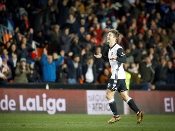 Vietto celebra un gol ante Las Palmas en Mestalla
