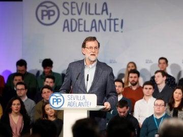 El presidente del Gobierno, Mariano Rajoy, durante su intervención en la clausura de un acto del PP de Sevilla