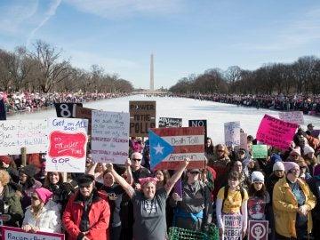 Miles de mujeres se manifiestan en el monumento a Lincoln