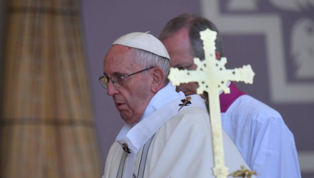 El papa Francisco pide por el Amazonas y sus indígenas en Perú