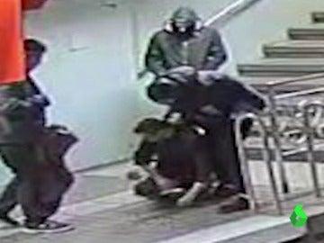 Detenida una segunda persona por la brutal agresión a un hombre en el metro de Barcelona