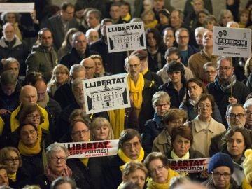 Concentración en Barcelona por Jordi Sànchez y Jordi Cuixart