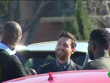 El cariñoso reencuentro entre Messi y Abidal en la despedida de Mascherano