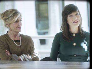 La bióloga Anna Veiga y Victoria Anna, la primera niña probeta de España