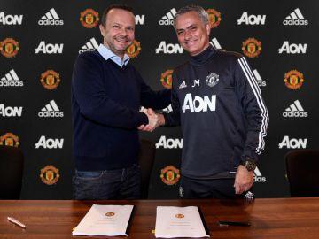Mourinho firma su extensión con el Manchester United