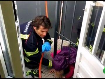 niña atrapada