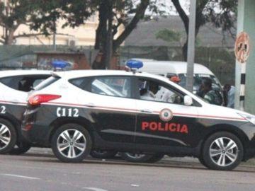 Dos coches de la policía de Mozambique