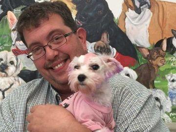 La perrita Violet con el pelo teñido de morado