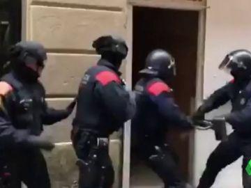 Los Mossos entran en un 'narcopiso'
